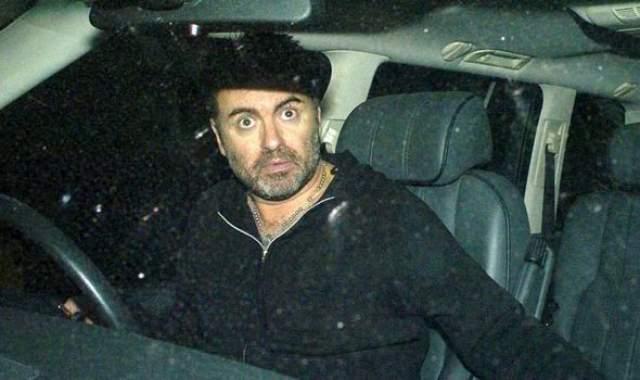 Джордж Майкл. Популярный певец сел пьяным за руль также в 2007 году.