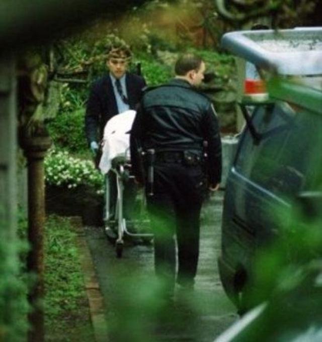 """Через неделю после трагического известия на телевидении вышла программа Kurt Cobain Was Murdered (""""Курт Кобейн был убит""""), в которой были представлены факты, прямо противоречащие официальной версии."""