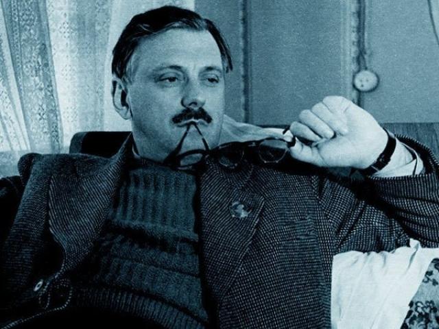Малоизвестный доселе московский писатель стал «выдвиженцем», быстро взлетел на верх литературной иерархии СССР. В 1939 году Михалков получил первый орден Ленина.
