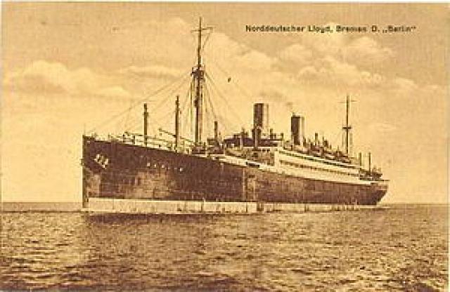 """""""Адмирал Нахимов"""" (тогда он назывался """"Берлин"""") был построен в Лоббендорфе (Германия). 24 марта 1925 года """"Берлин"""" был спущен на воду, а уже 26 сентября 1925 пошел в свой первый рейс в Нью-Йорк."""