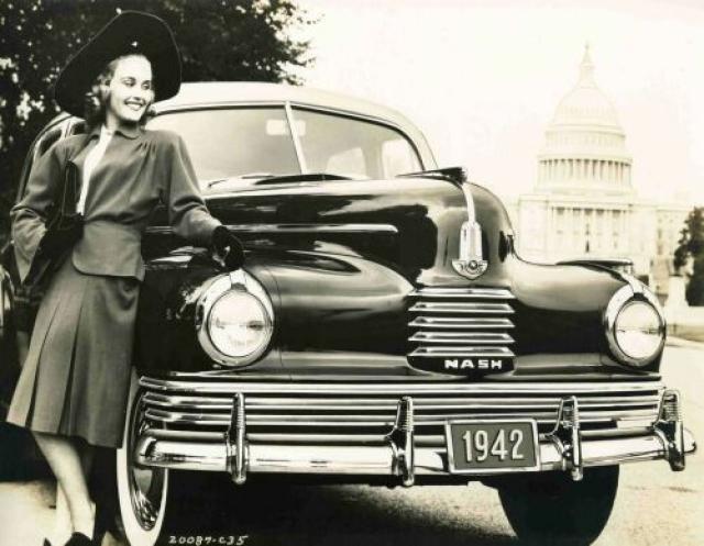 Хотя некоторые специалисты утверждают, что это была полностью советская разработка, а Сталин лично распорядился о том, чтобы экстерьер автомобиля напоминал американскую модель.