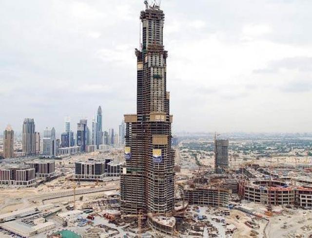Также для постройки массивного здания потребовалось 55000 тонн арматурной стали и 110000 тонн бетона – для сравнения, это примерно вес 100000 слонов.