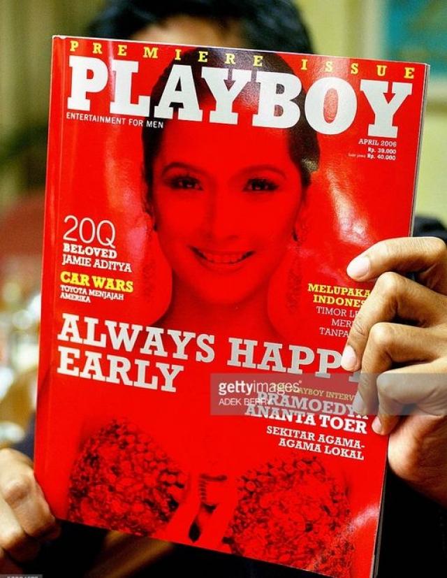 """В апреле 2006 года Playboy выпустил первое Индонезийское издание, однако, две модели номера были допрошены полицией, а редактор журнала в Индонезии был обвинен местными чиновниками в """"нарушении положений уголовного кодекса""""."""