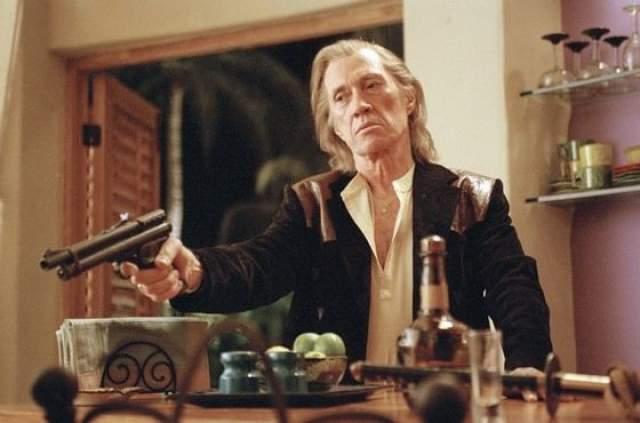 Дэвид Кэррадайн. Случайное самоубийство во время сексуального эксперимента в The Swissotel Nai Lert Park Hotel. 72-летний Дэвид Кэррадайн погиб в отеле Бангкока в 2009 году.