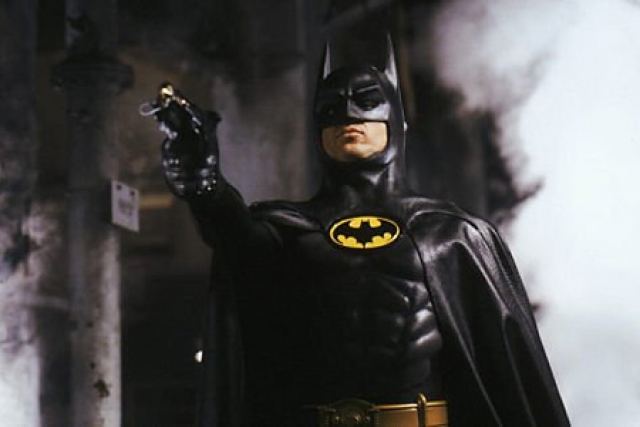 """""""Бэтмен"""" . Комиксы экранизировали многократно, начиная с 40-х годов, однако одной из популярных киноверсий стал фильм 1989 года."""
