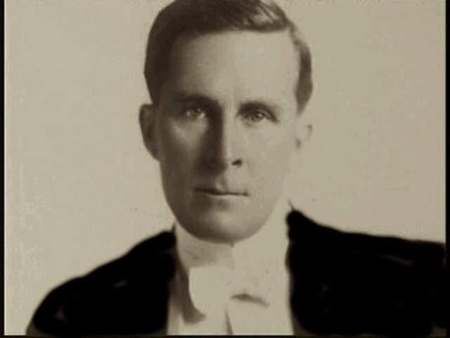 """Уильям Десмонд Тейлор, 1872-1922. В разгар эры немого кино эта персона слыла """"большой шишкой"""": известный кинорежиссер, на счету - 60 фильмов и собственных ролей - 27 штук. Но 1 февраля 1922 года его застрелили из револьвера. Смерть Тейлора до сих пор окружена стеной молчания."""