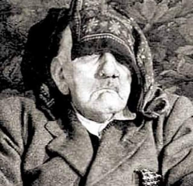 На фото: якобы запечатлен 75-летний Гитлер, умерший своей смертью.