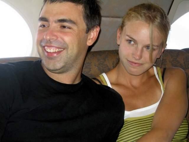 Около 12 лет назад Ларри Пейдж после нескольких месяцев отношений женился на Лусинде Сауворт, которая младше него на 7 лет.