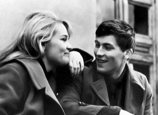По актеру сходили с ума миллионы девушек, но его любовью стала также популярная красавица-актриса Светлана Светличная, родившая ему двоих сыновей.