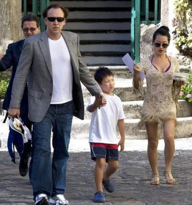 Сразу же после женитьбы девушка отказалась от профессии и полностью переключилась на семью. В 2005 году у пары родился сын Кал-Эл.