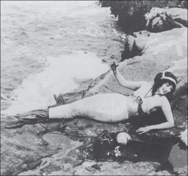 Как актриса Келлерман снималась по большей части в фильмах с тематикой водных приключений. Она выполняла свои же трюки, прыгала с 28-метровой высоты в море и с двухметровой - в бассейн с крокодилами.