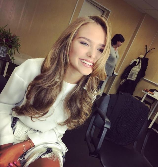 Стефания Маликова. 16-летняя дочь Дмитрия и Елены Маликовых учится в 11 классе элитной подмосковной гимназии.