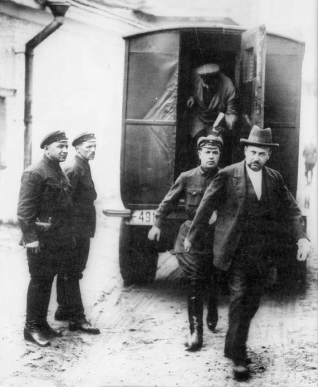 """Уже в ходе следствия он подал заявление в коллегию ОГПУ, в котором признался в работе """"платным немецким шпионом, будучи завербованным секретарем германского посольства в Стокгольме""""."""