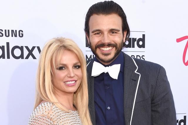 Бритни Спирз и Чарли Эбесол расстались в июне после восьми месяцев отношений. Певица даже удалила все фото бывшего возлюбленного со своего аккаунта в Инстаграм.