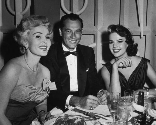 В 1942 году 25-летняя женщина вступает в брак с Конрадом Николсоном Хилтоном (кстати, отцом первого мужа Элизабет Тейлор). Он на 30 лет старше, весьма преуспевает, являясь основателем и владельцем знаменитой сети отелей Hilton. Но и этот брак не задался.