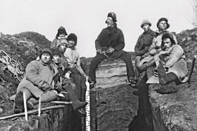 В ходе своих экспедиций Кулик пытался найти остатки метеорита, организовал аэрофотосъемку места падения (в 1938 году, на площади 250 км²), собрал информацию о падении метеорита у свидетелей происшествия.