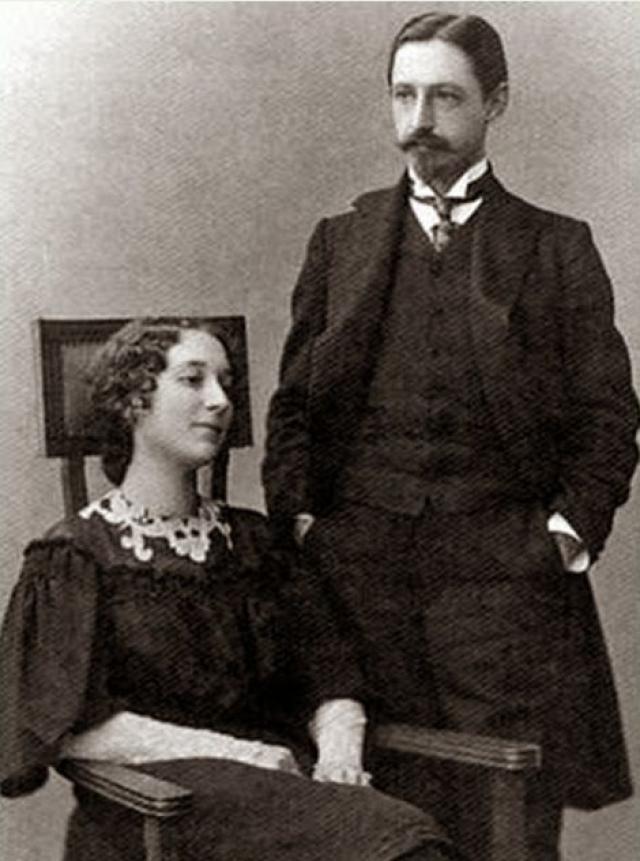 Иван Бунин. Вера Муромцева - племянница председателя Государственной Думы Российской империи, стала третьей музой и женой писателя. Пара официально оформила свои отношения в 1922 году и переехала на юг Франции.