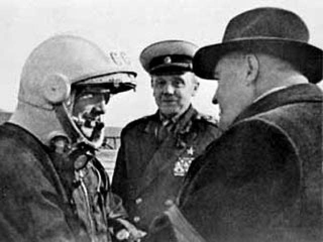 """Изначально было записано три предстартовых обращения """"первого космонавта к советскому народу"""". Первое было записано Юрием Гагариным, а еще два - его дублерами Германом Титовым и Григорием Нелюбовым."""