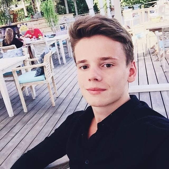 Арсений Шульгин. Младшему сыну Валерии Арсению 18 лет, но и он уже восходящая звезда - пианист, дающий концерты.
