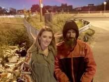 Американка собрала $100 тысяч для нищего, давшего ей деньги на бензин