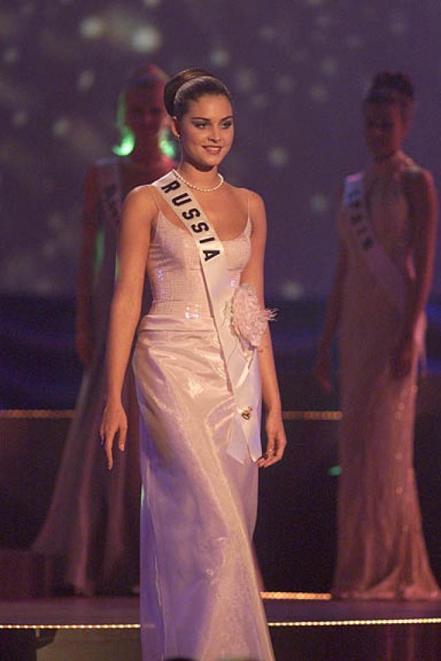 Александра Петрова (1980-2000). Российская модель, победительница конкурса Мисс Россия 1996 и других конкурсов красоты.