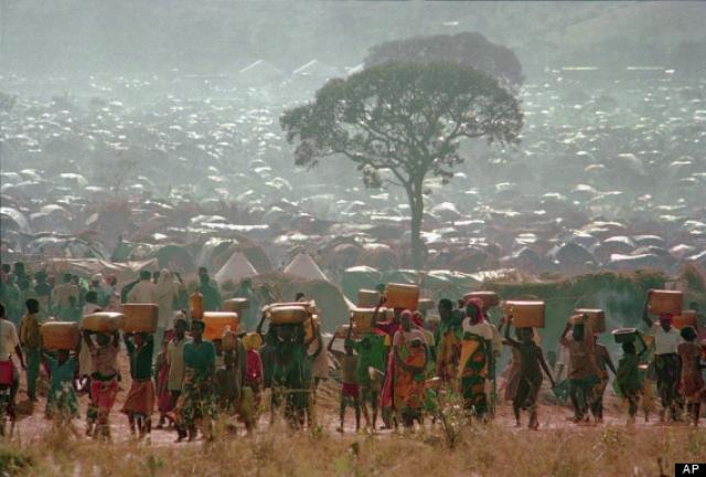 Проблема голода стала важной проблемой для страны в целом. Урожай не был убран, а большие территории страны запустели. К тому же на юге Руанды случилась засуха. В лагерях для перемещенных лиц были случаи голодной смерти.