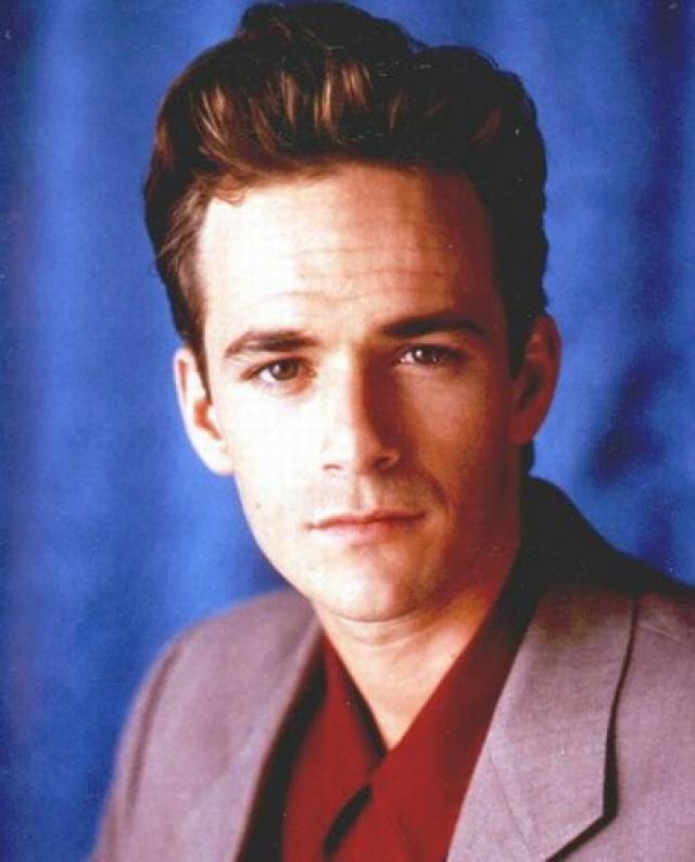 Люк Перри - Дилан. Изначально Перри пробовался на роль Стива Сандерса, однако стал играть скучающего сына миллионера. Следует заметить, что, в отличие от остального актерского состава, Люк Перри играл 16-летнего, будучи уже далеко за 25.