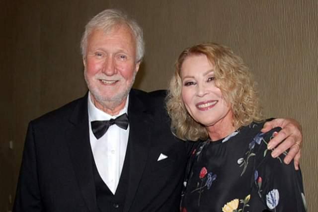 17 мая 1979 года Лесли вышла замуж за Виктора Холчака, но через некоторое время они развелись. Позже Лесли во второй раз вышла замуж — за Дэна Уилкокса. Детей у 69-летней актрисы нет.
