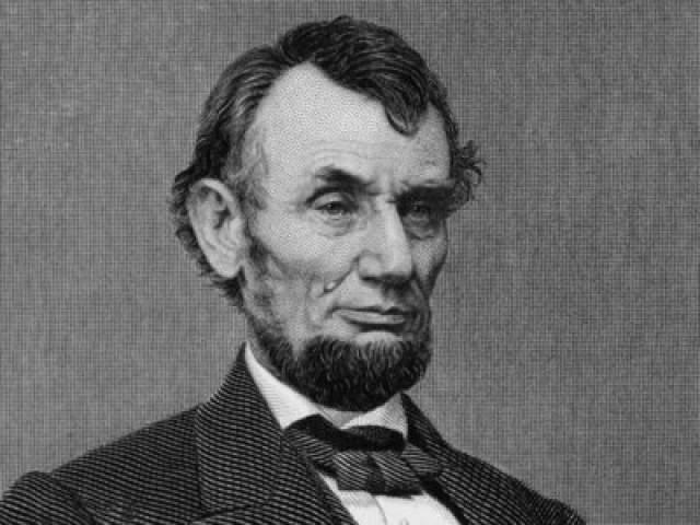 Волосы Авраама Линкольна. Проданы в 2015 году за 25 тысяч долларов в городе Даллас штата Техас.