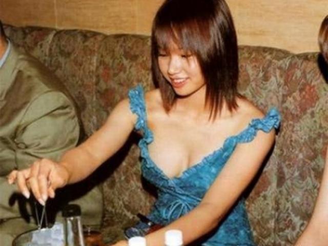 Показательной казни в Китае подвергли девушку Сун Дан . У нее было ужасное детство: в 13 лет она пережила два изнасилования, а родители регулярно избивали ее.