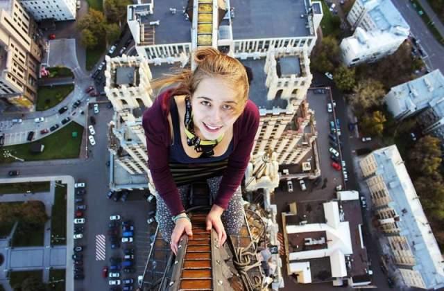 23 апреля 2014 года. Руфер Ксения Игнатьева забралась на железнодорожный мост в Красногвардейском районе Петербурга, чтобы сделать эффектное фото, но не удержалась на перекладине.