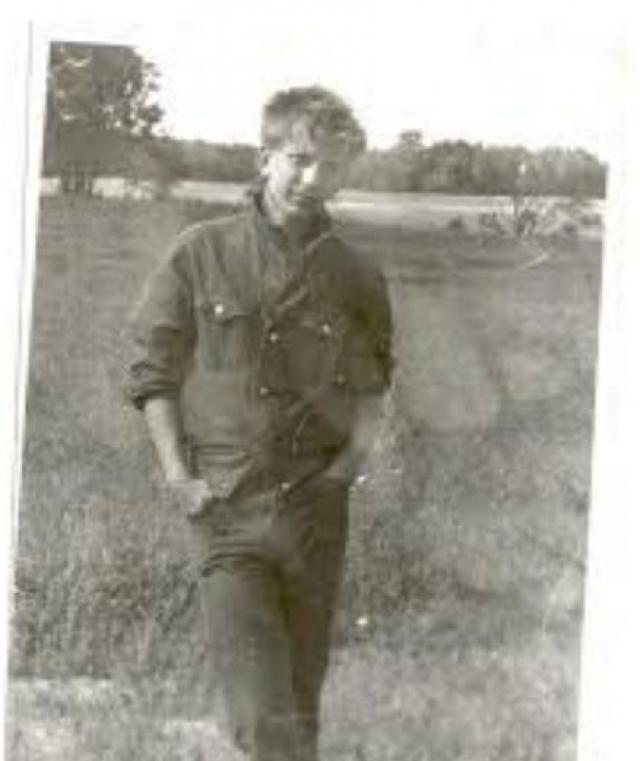 После службы в армии Алексей поступил на работу в МХАТ им. Горького, но через три месяца был уволен за систематические прогулы. После театра пошел работать на стройку маляром, но вскоре уволился и оттуда.