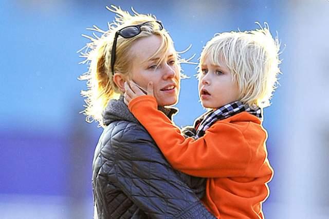 Наоми Уоттс. 13 декабря 2008 года у 40-летней Наоми и 41-летнего Лива Шрайбера родился второй сын, Сэмюэл Кай Шрайбер. Старший сын, Александр Пит Шрайбер, на два года старше.