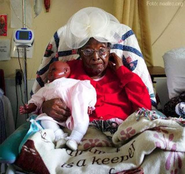 Элизабет Болден, 15 августа 1890 - 11 декабря 2006, прожила 116 лет, 118 дней. Элизабет родилась в семье освобожденный рабов в Теннесси и жила на ферме с супругом и многочисленными детьми.