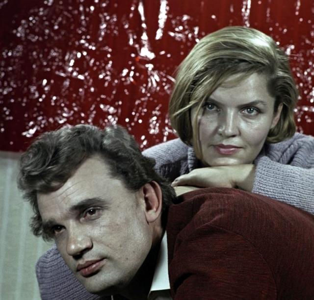 Евгений трагически погиб в 1965 году на съемках . Через три месяца после гибели Жени Дзидра родила дочь Евгению.