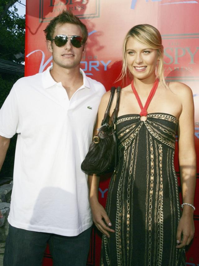 """На премьере серии """"Отчаянных домохозяек"""" с участием Шараповой и теннисиста Энди Роддика , которая состоялась на вручении ежегодной теннисной премии ESPY Awards в 2005 году, спортсмены и познакомились."""