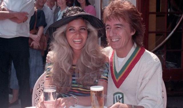 Брак быстро закончился весной 1991 года, хотя развод не был завершен до 1993 года. В то время как Вайман еще был женат на Смит, Стивен, его сын от первого брака, женился на матери Мэнди.