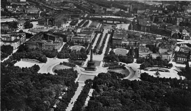 Перестраивать Берлин под эти цели начали еще в 1937 году. Ко дню рождения Гитлера в 1939-м уже было проложено 20 км Оси Восток-Запад – одной из двух широких транспортных магистралей, которые должны были пересекать город «крестом» через центр.