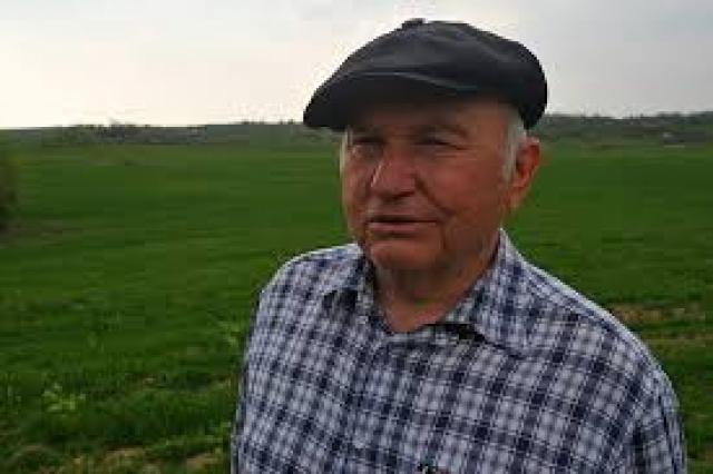 """Юрий Лужков : """"Моим молоком президент пользуется, и мне это приятно""""."""