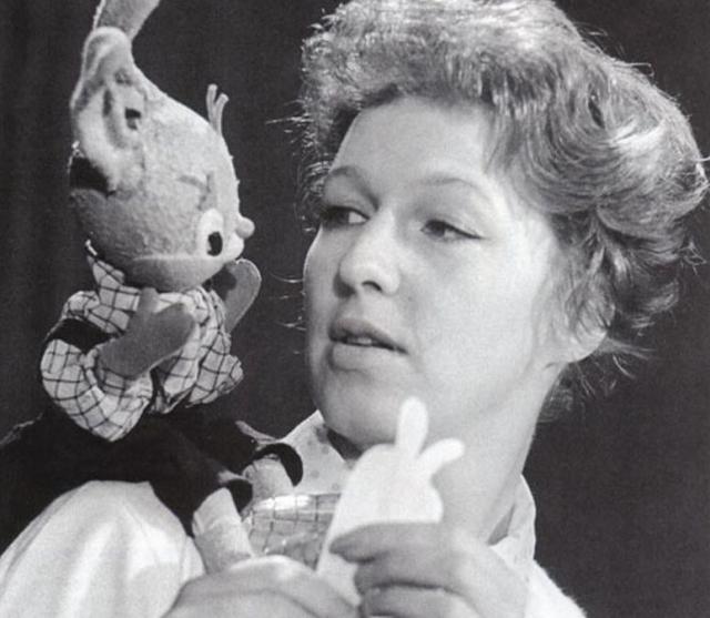 Героями мини-спектаклей были Буратино, заяц Тепа, куклы Шустрик и Мямлик. Также в передаче участвовали дети 4-6 лет и театральные актеры в роли рассказчиков сказок