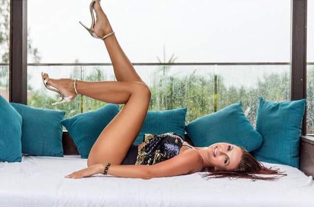 Эвелина Бледанс : 41 размер ноги Эвелине Бледанс всего 48 лет, но выглядит она просто прекрасно. Ее секрет- умеренные физические нагрузки, регулярный уход за собой и позитивный настрой.
