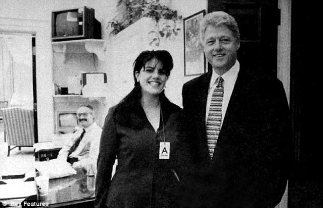 Билл Клинтон - Моника Левински. О сексуальной связи между 42-м президентом США и стажеркой Белого Дома стало известно в 1998 году.
