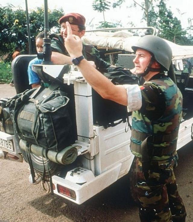 При прибытии солдат тутси вышли из госпиталя и обратились к журналистам, умоляя помочь им. Но журналисты ничего не могли сделать. Европейцы в сопровождении солдат покинули госпиталь, и туда сразу же проникли боевики интерахамве. Они убили всех находившихся там тутси - всего несколько сотен человек.