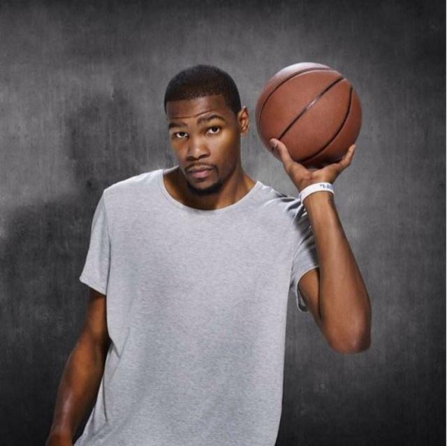 Кевин Дюрант. Доход 28-летнего профессионального баскетболиста уже составляет $54,1 млн.