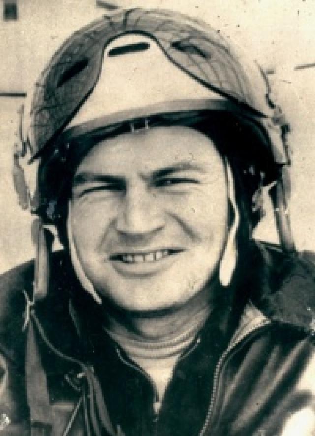 6 марта 1980 года старший летчик-инструктор 812 учебного авиаполка Харьковского высшего военного авиационного училища летчиков 30-летний майор Виктор Михайлович Казанцев возвращался из учебного полета на аэродром на истребителе МиГ-21.