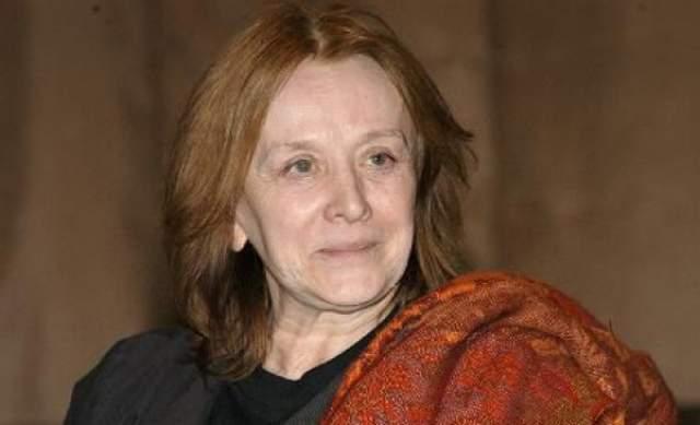 В начале 90-х актриса почти исчезла с экранов, а с середины 2000-х перестала появляться и на театральных подмостках. В 2005 году стало стало известно, что и она стала жертвой болезни Альцгеймера.