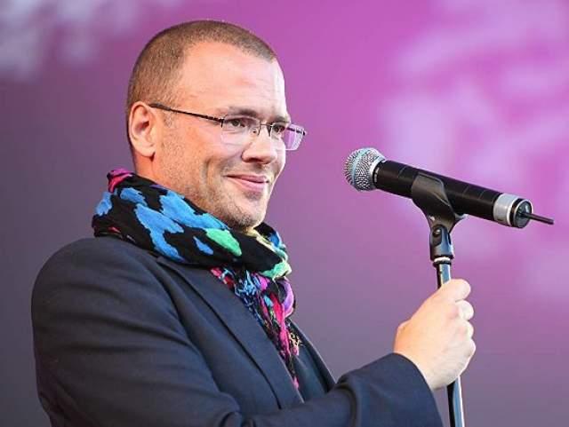 Андреас Лундстедт, 46 лет, музыкант. Основатель шведской группы Alcazar в декабре 2007 года признался, что слухи о его положительном ВИЧ-статусе являются правдой. Практически сразу певец приступил к прохождению поддерживающей терапии.