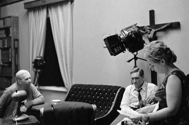 В один из премьерных дней на киностудию позвонила москвичка, которая передала свой огромный привет создателям картины и поблагодарила за то что вот уже несколько дней, пока идет фильм, ее муж сидит дома и не пьет, поскольку и все его собутыльники заняты просмотром сериала.