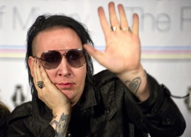 """Мерлин Менсон : """"Для меня человечество делится на две категории: те кому нравится Marilyn Manson, и просто глупые люди""""."""