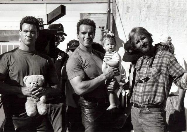 """Бессменный дублер актера, Питер Кент, Арнольд и Джеймс Кэмерон на съемках фильма """"Терминатор"""". Питер Кент был дублером нашего героя в 14 фильмах на протяжении почти 14 лет."""